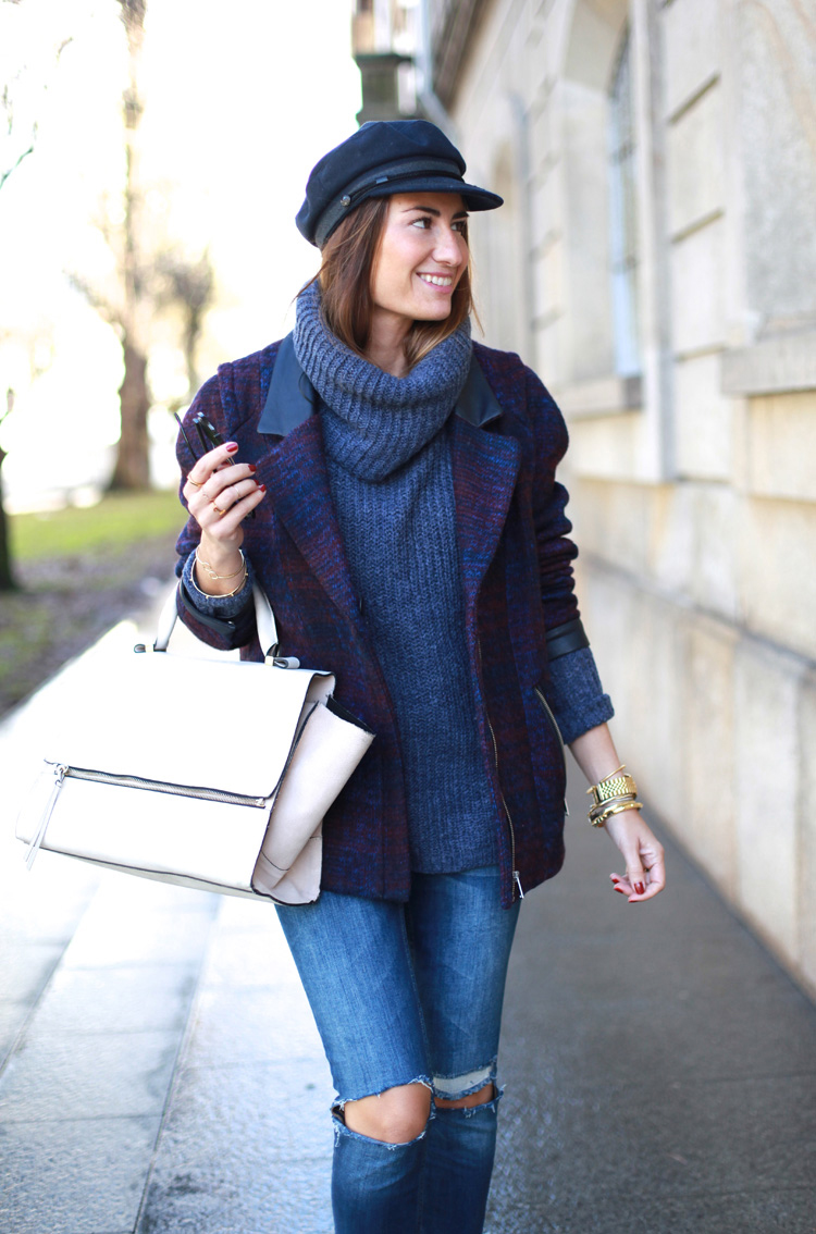 Total Look con jeans rotos y jersey oversize
