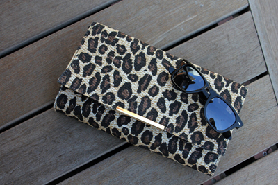 Cluth de Leopardo y Gafas Rayban