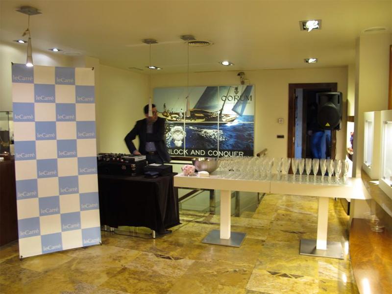 Foto del DJ y de las Copas de Champagne