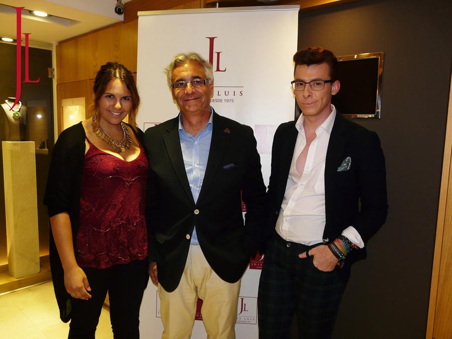 Don Jose Luis propietario de Jose Luis Joyero con los invitados