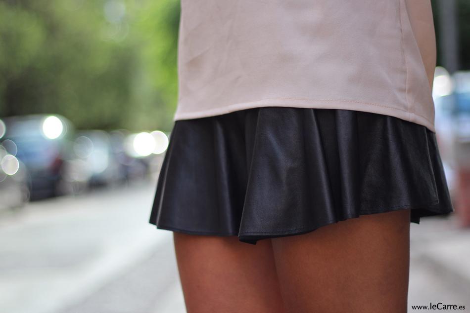Falda de cuero negro de Zara