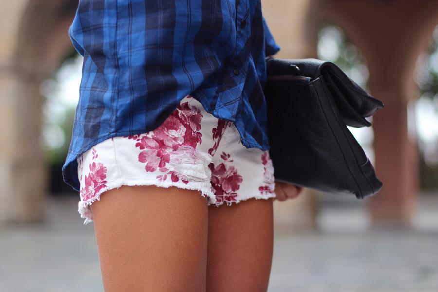 Pantalon corto estampado flores