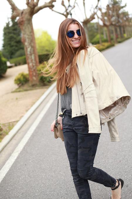 Silvia del blog de moda Bartabac con Gafas de sol SPITFIRE