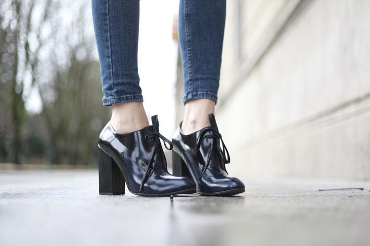 Zapatos de cuero negro de Purificación García