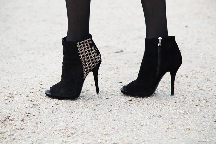Zapatos negros y dorados de Patrizia Pepe
